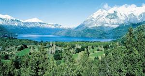 Bariloche é o destino campeão de visitas na região da Patagônia e oferece opções de lazer que vão de caminhadas até navegações pelos lagos da região
