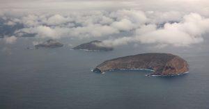 Galápagos - Isla Ballena - Equador - Vista aérea da Isla Ballena, um dos cenários naturais encontrados em Isabella, a maior de todas as ilhas de Galápagos.