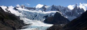 A Laguna Torre, o Glacial Grande e o Cerro Torre são os atrativos localizados no final da caminhada de quatro horas pelo Parque Nacional Los Glaciares, em El Chaltén