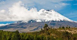 Vulcão Cotopaxi - Equador - Considerado o maior vulcão ativo do mundo, o Cotopaxi possui 5.897 metros de altura e uma cratera com 200 metros de profundidade.