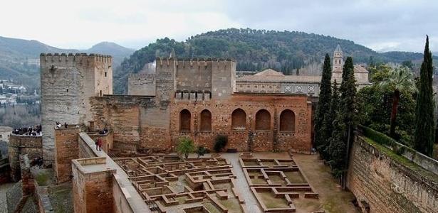 Ruínas da Praça de Armas de Alhambra - Granada - Espanha