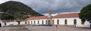 Situada no alto de uma das colinas da cidade, à sombra dos montes Sica Sica e Churuquella, a Recoleta é uma das principais atrações turísticas de Sucre