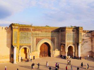 A porta Bab Mansour na praça El Hedime - Meknés - Marrocos - Cinco destinos fascinantes