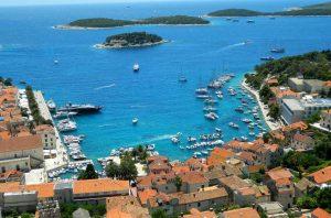 Hvar - Vista para a baía e o porto - Ilhas da Croácia - Conheça