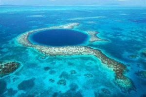 Vista aérea do Buraco Azul - Belize
